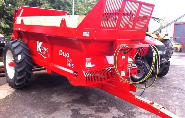 USED KTWO DUO 6 TONNE REAR DISCHARGE SPREADER ( AS NEW )